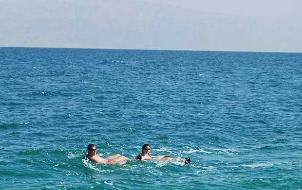 flowting-in-the-Dead-Sea