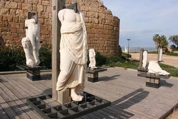 פסלים-בקיסריה
