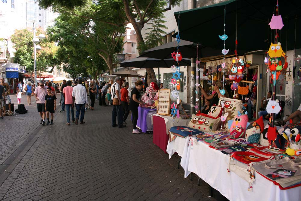 Nachalat Biniamin, an arts and crafts fair on Tuesdays and Fridays.